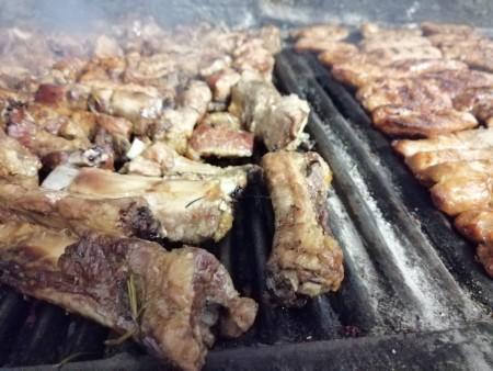 salsicce e costine alla griglia