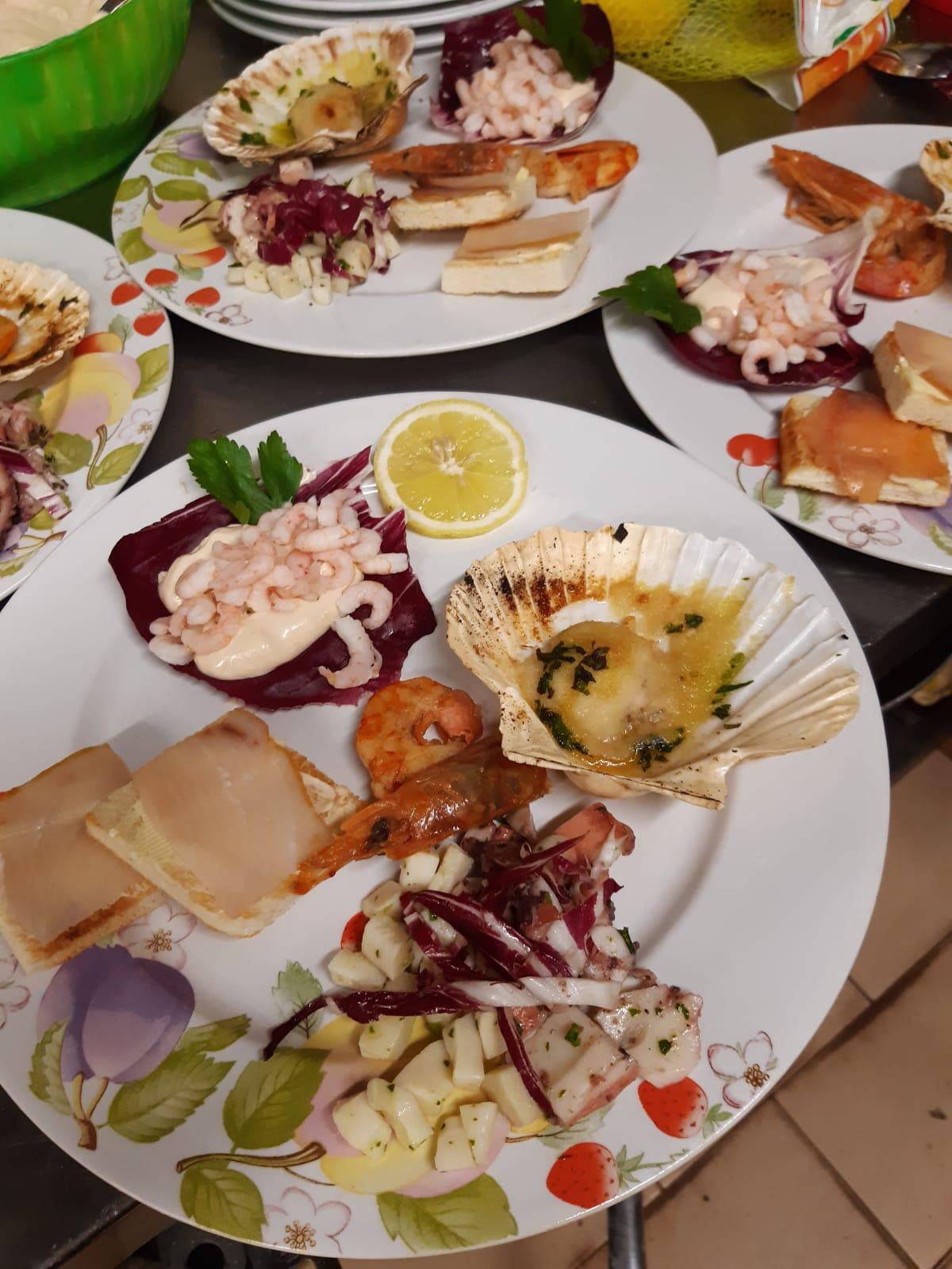 Antipasto di Pesce - Insalata di Mare Capesante Gratinate e Gamberetti in Salsa Rosa